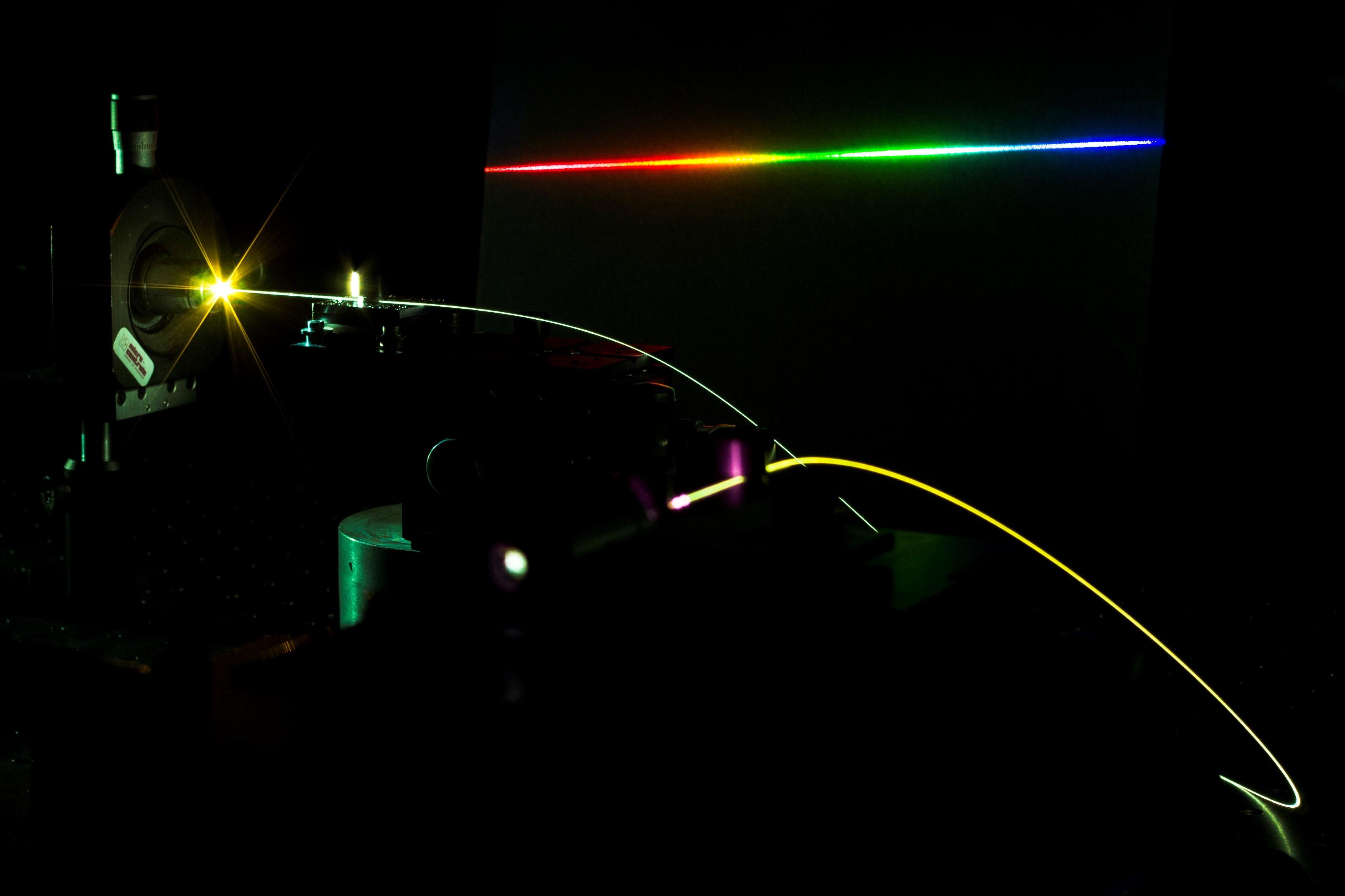 Exemple de « supercontinuum » généré par effets non-linéaires dans une fibre optique